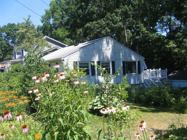 Entire Cottage - Walk to Beach! - East Lyme