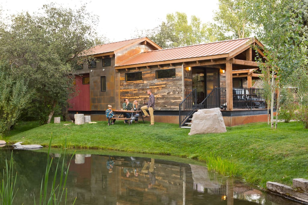 Ski summer jackson hole cabin up to 6 guests cabins for Cabins in jackson hole