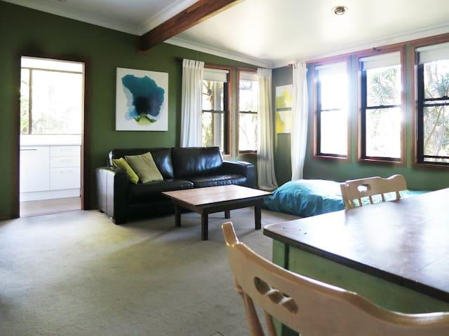 A Quiet Retreat - Federal - Haus