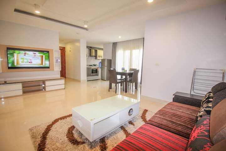 Central Designer Apartment. Strong WIFI. - Krong Siem Reap - House