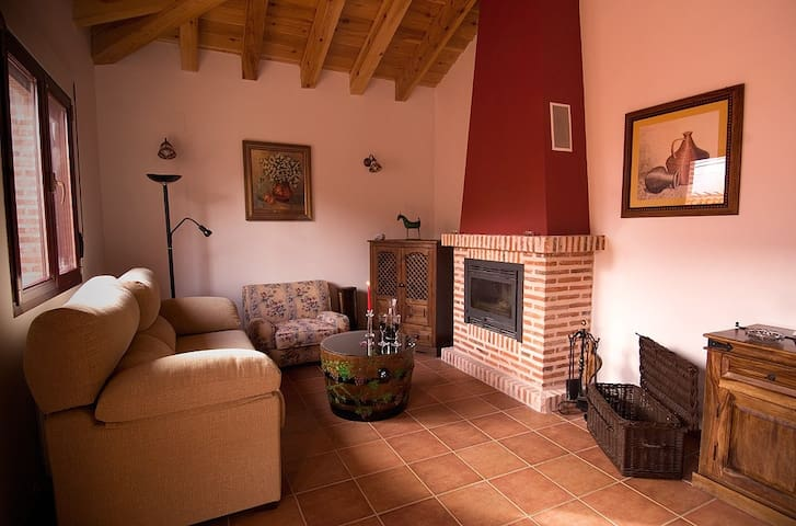 Charming rural home for 2, 4 or 6! - Fresno de Cantespino - Huis
