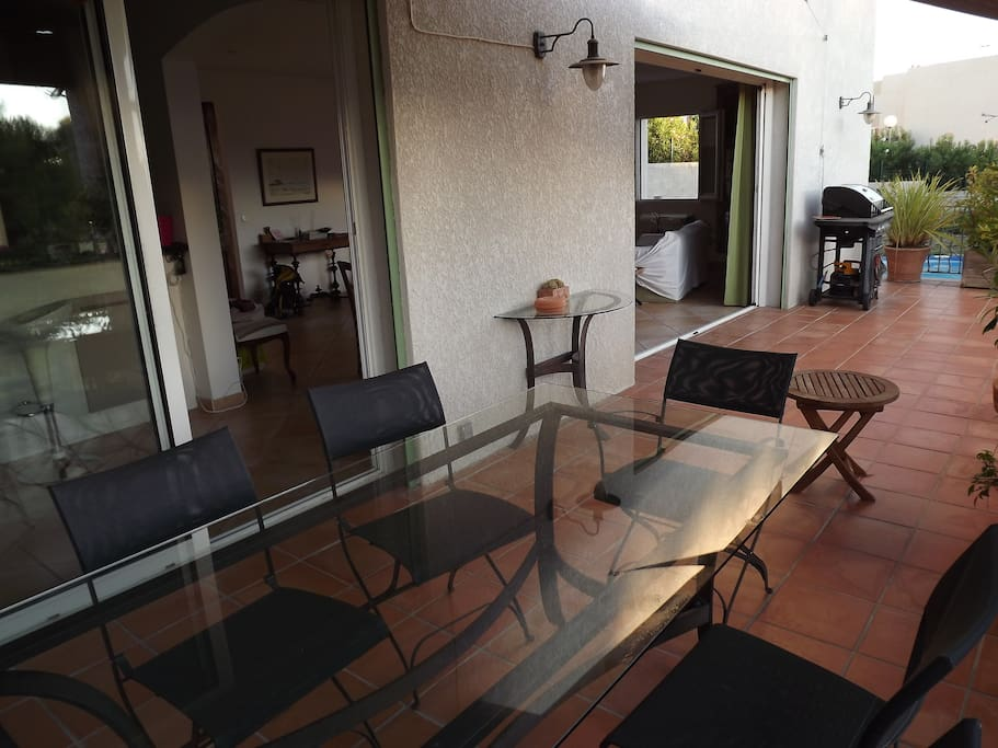 Une chambre chez l 39 habitant maisons louer la ciotat for Louer une chambre chez l habitant