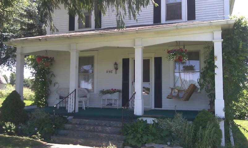 Comfortable, cozy, guesthouse rooms - Barnesville - Casa