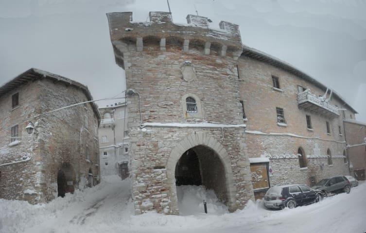 Nel Castello tra Gubbio e Assisi - Fossato di Vico - Apartment