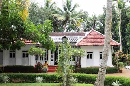 Backwater Heritage Homestay - Kumarakom, Kottayam - Bed & Breakfast