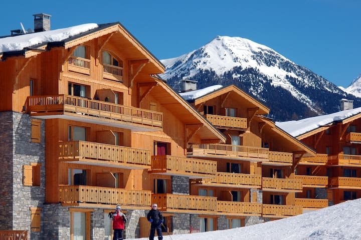 One bedroomed apartment located on-piste