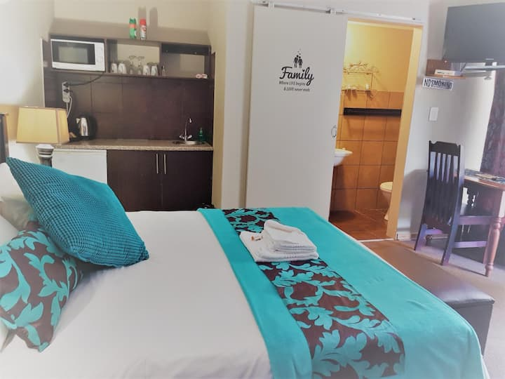 Gemstone Guesthouse - Opal Small Family Unit