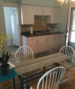 Westside Charmer- Close to downtown GR! (private) - Grand Rapids - Apartment