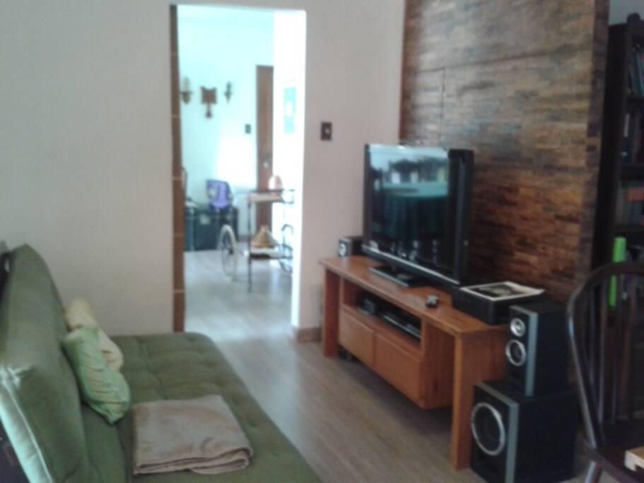 Sala de TV com futon