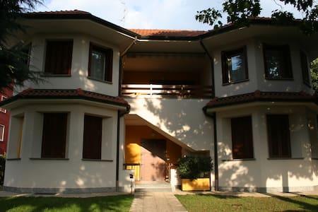 grande appartamento  in  villa - Cavenago di Brianza