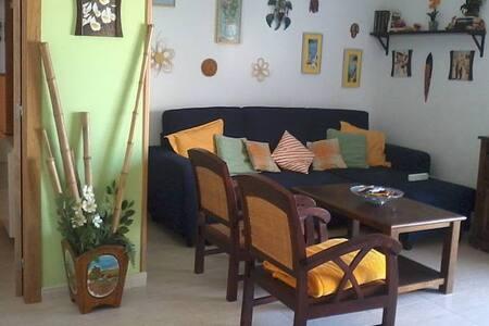 Apartamento de 2 habitaciones a 100m. de la playa