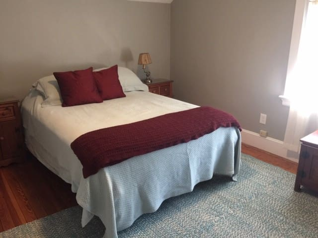 Comfortable queen bed with new mattress