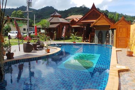 Golden Teak Resort - Baan Sapparot - Kamala