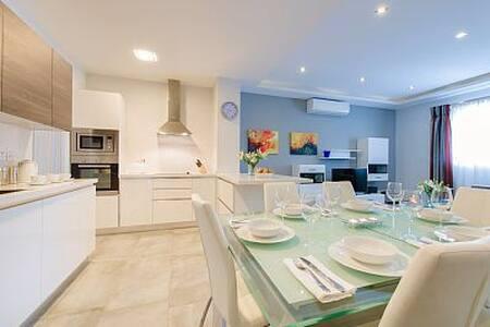 Modern, 3bedroom, BBQ terrace, WIFI - Huoneisto