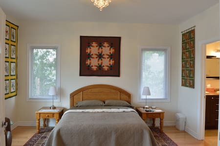 1840 Guest House B&B Room #2 - Merrickville