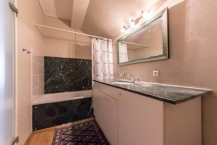 Bathtub & toilette
