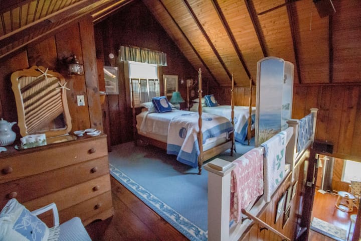 Twin beds with handmade quilts await you in this cozy loft that has a 1/2 bath & a nice dresser for your belongings.