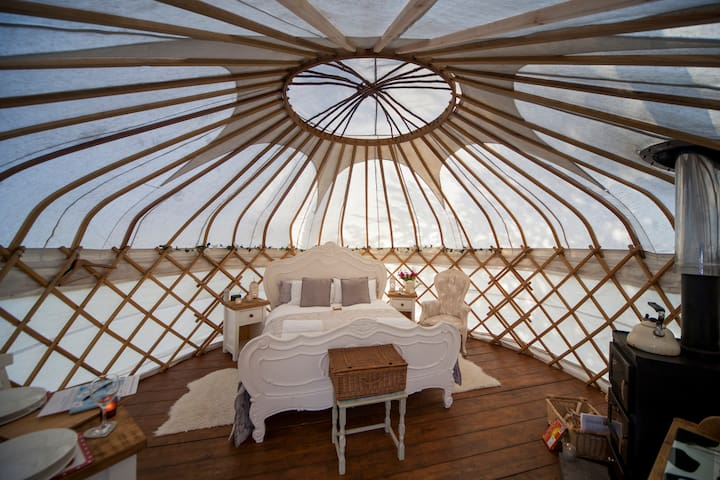 Elderflower Yurt with hot tub - Cauldon - Yurt