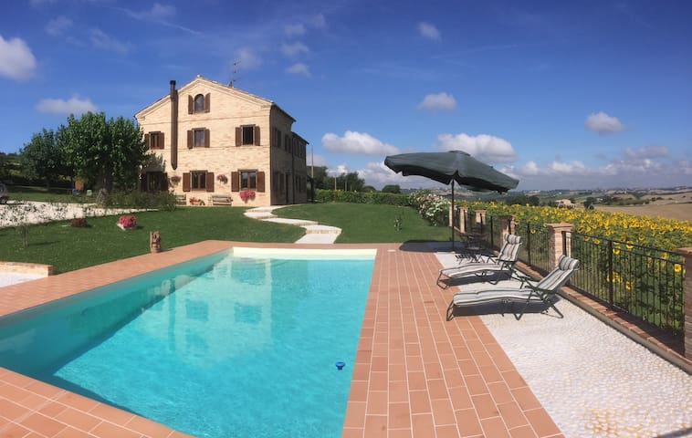 Luxury 4-bedroom villa with pool. - Recanati - House