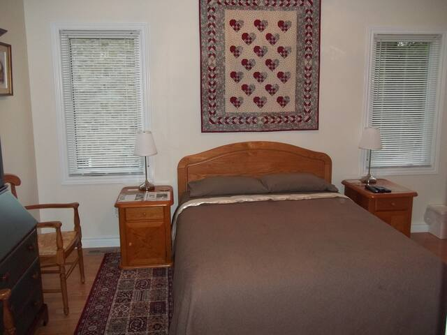 1840 Guest House B&B Room #4 - Merrickville