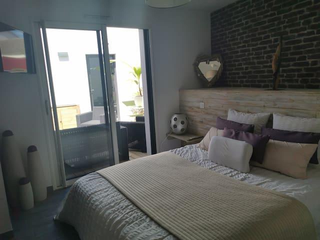 1ere chambre grand lit avec tv