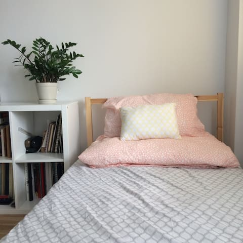 Bright Place with Great Location - Montréal - Appartement