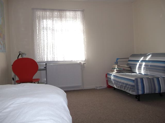 twin room glasgow west end/ city centre