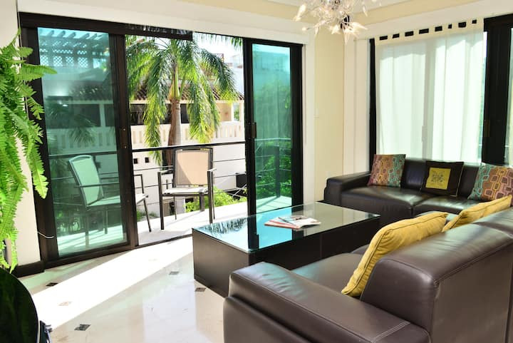 DEAL! - Close to BEACH - 2 bdr - ROOFTOP + POOL!