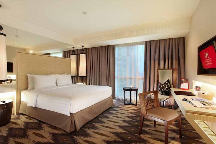 Enjoy great views of the City in our Grand Deluxe!