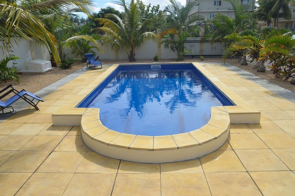Pool with integrated sitting areas