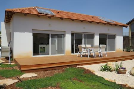 Lovely Zimmers/ House - kfar shamai - Rumah