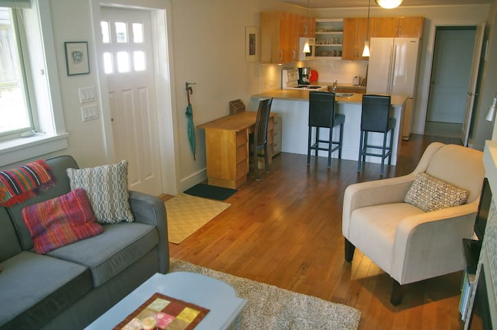 COZY AND QUIET ONE BDRM CLOSE TO PACIFIC OCEAN - West Vancouver - Apartment