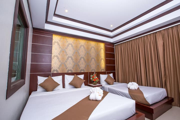 Amazing Deluxe room for 3, Phi Phi2