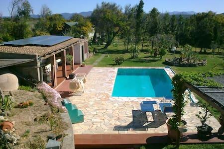 Ampia stanza doppia in villa con piscina - Portoscuso