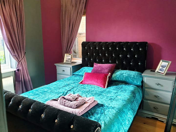 Gorgeous double room in large house, Stamford