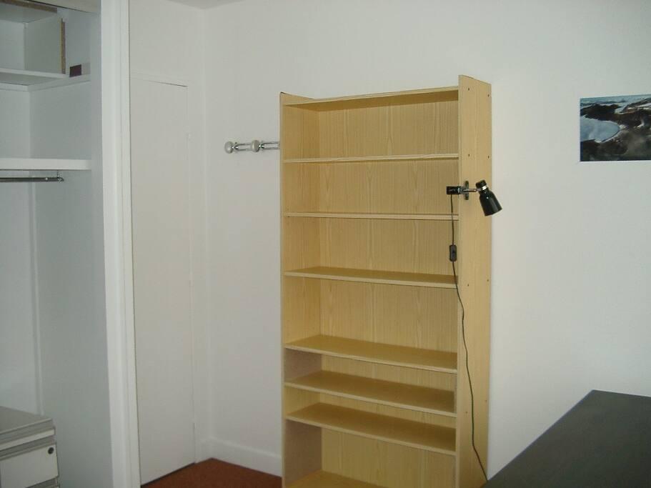 Rangements nombreux disponibles - Plenty of storage