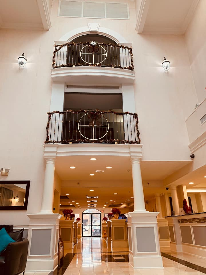 Magnuson Hotel 1 King Size Bed Suite#3