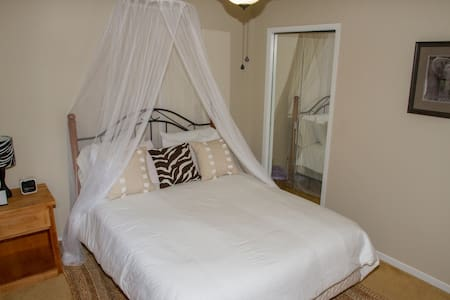 Heath Haven B&B- Safari Room - Port Perry - Oda + Kahvaltı