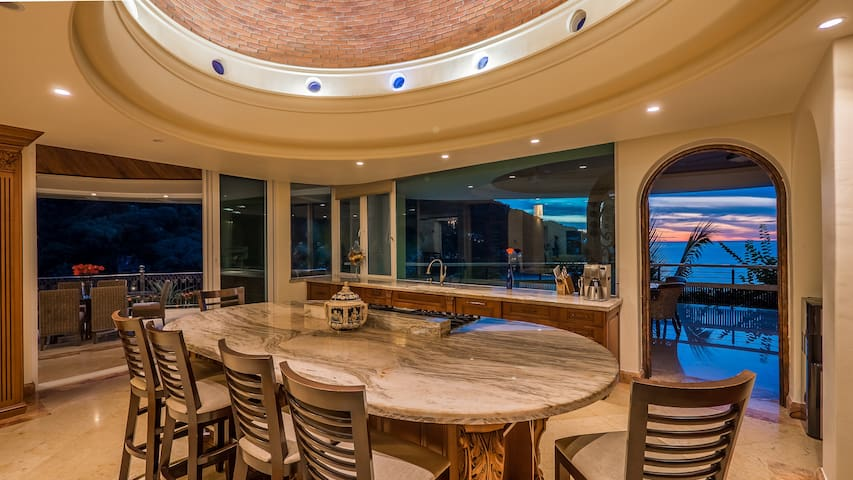 Penthouse with amazing Beach, Ocean, and tropical forest views