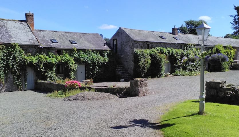 The Granary - set in 15th Century Castle grounds
