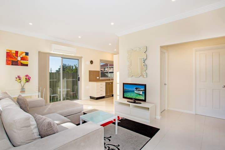 Modern Garden Villa Sydney North Ryde