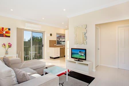Modern Garden Villa Sydney North Ryde - North Ryde