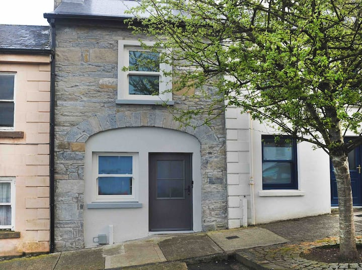 Lovely spacious 2 bed in quiet residential street