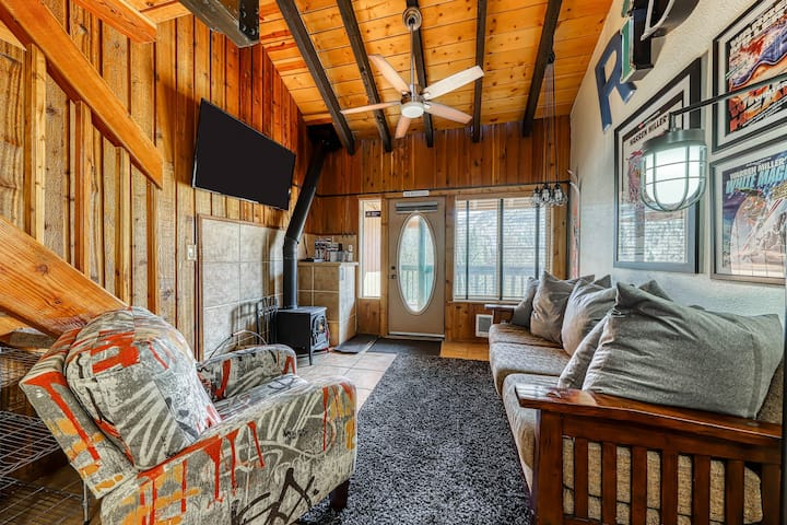 Dog-friendly condo in great location for skiing, mountain biking, & hiking!
