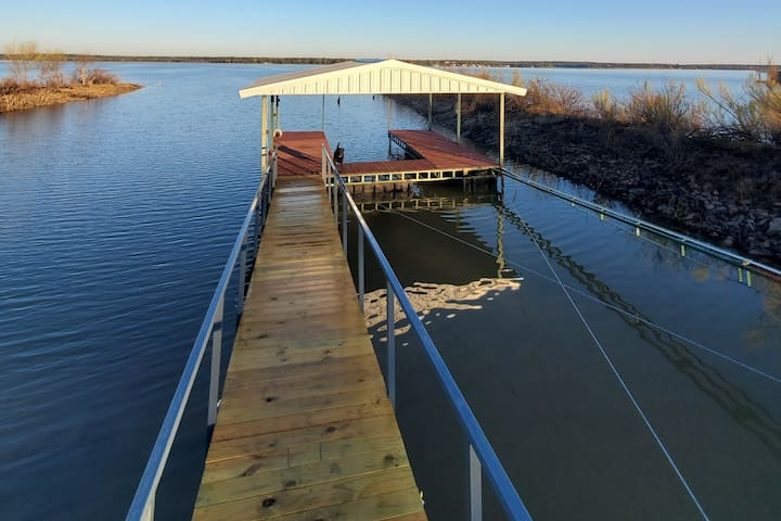 Cool and Comfy Lakefront Property with Boat Dock