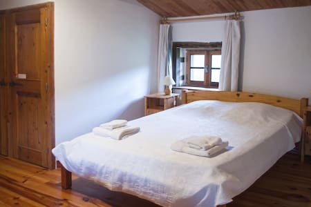 Chambre lit 160, salle d'eau privée,piscine et spa - Montverdun - Inap sarapan