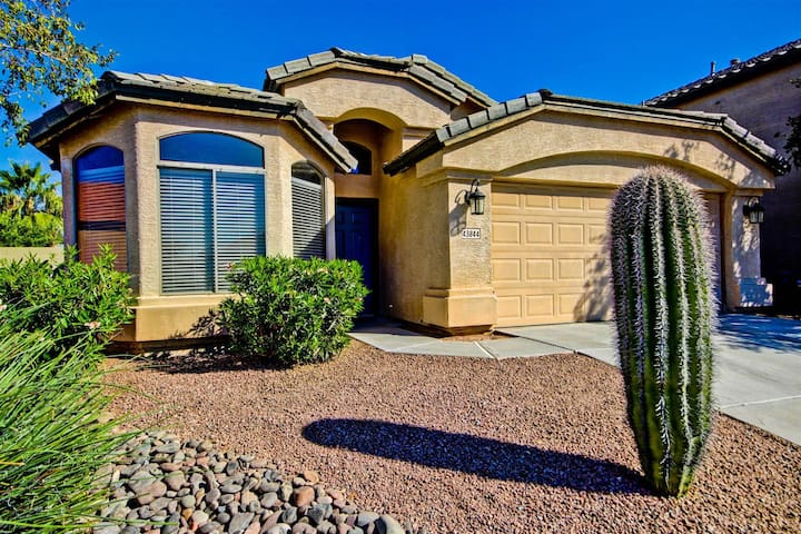Gorgeous Home with Great Amenities - Maricopa - Ev