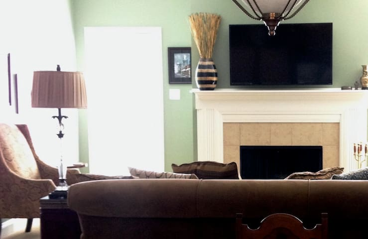 Supremely comfy West Knox townhouse