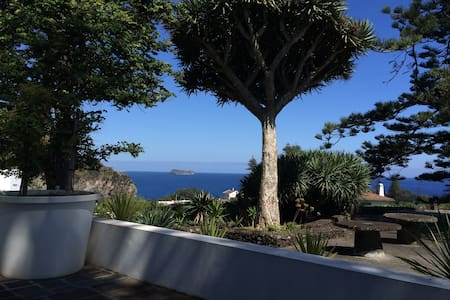 House with Seaview in Caloura - Ponta Delgada - Hus