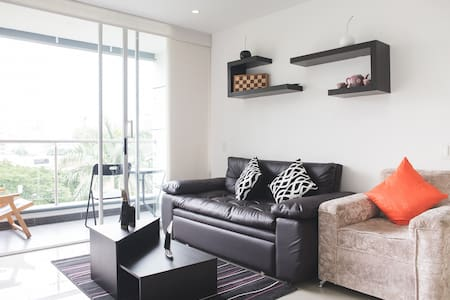 Close to Metro, safe and quiet area, double bed! - Medellín - Lakás